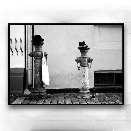9-two-good-friends-x-planet-hvid-og-sort-kunsttryk-print-med-kunst-ufoprint-art-prints-boligkunst-helen-kholin